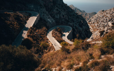 What are the services offered by Mallorca Triathlon Camp